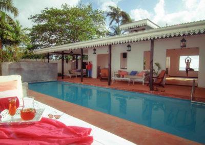 seychelles-poolside-drinks